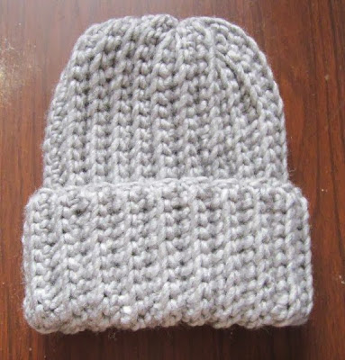 Easy crochet ribbed hat free pattern | www.homestead-acres.com