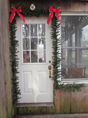 Around the Homestead ~ Christmas Decorating, Oven Breakdowns, Craftsand Bookshelves!