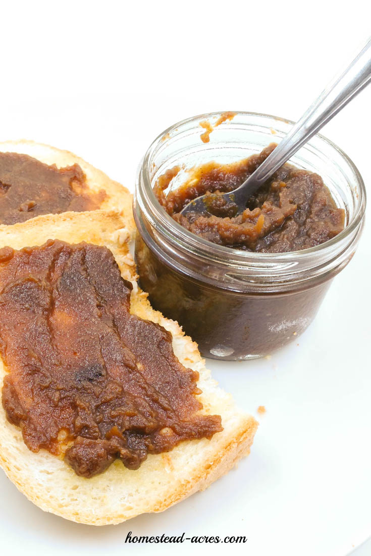 Easy Overnight Slow Cooker Apple Butter | www.homestead-acres.com