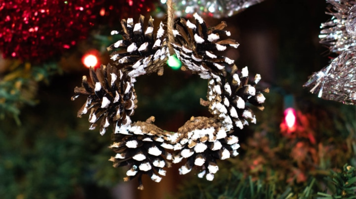 How To Make Mini Pinecone Wreath Ornaments