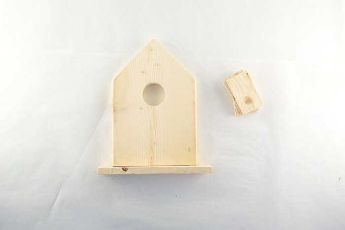 Birdhouse base attached along the back edge.