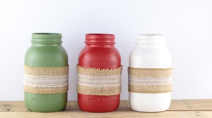 Painted Christmas Mason Jars With Burlap